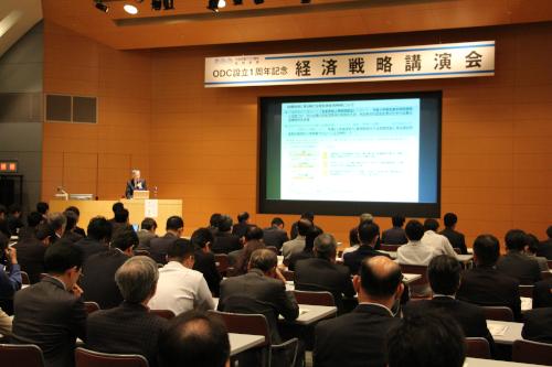 中小企業・小規模事業者への支援施策等について講演される中川課長
