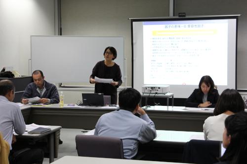 従業員の定着率アップについて講演される伊藤氏