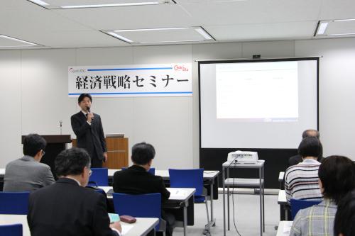 専門的な知識を交え事業承継について講演される矢橋氏