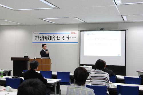 自身の経験をもとに事業承継について講演される岡田氏